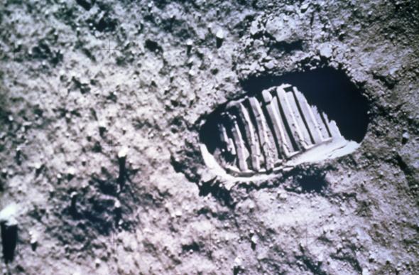 apollo 11 moon footprint