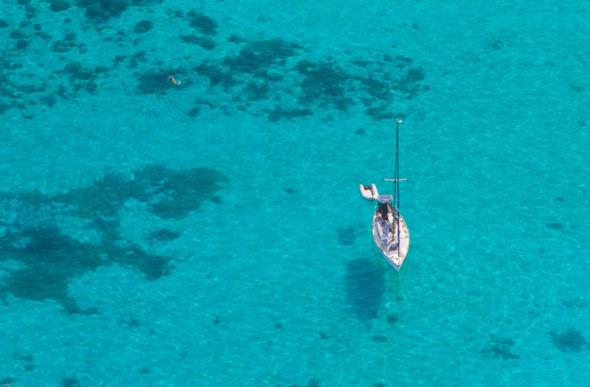 Lone yacht in Noumea