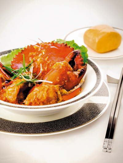 Gourmet dining options such as Singapore chilli crab are available to book before you fly with Singapore Airlines