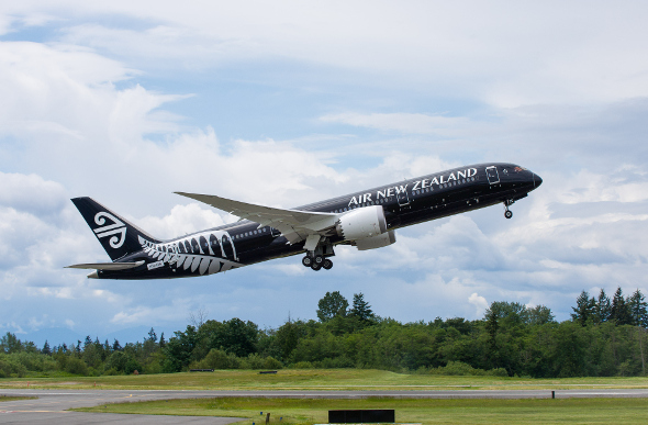 Air New Zealand Boeing 787 taking off
