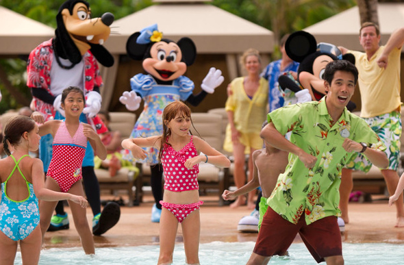 Children dancing with Goofy and Minnie at Aulani, A Disney Resort & Spa