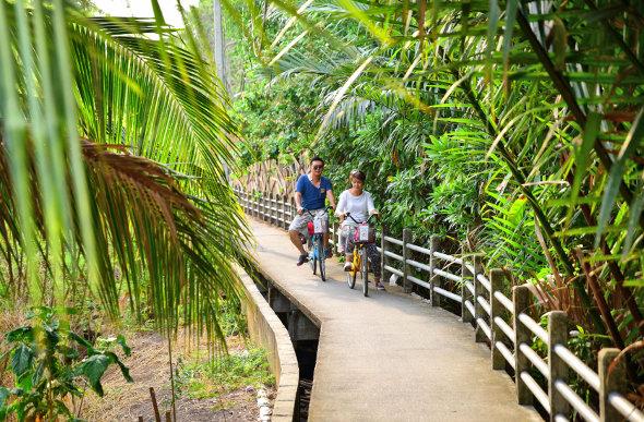 A cycling couple.