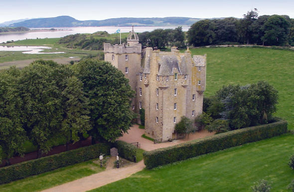 Top former palaces now luxury hotels for Stay in a haunted castle in scotland