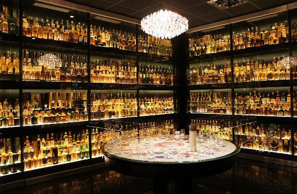 a food whisky tour in edinburgh. Black Bedroom Furniture Sets. Home Design Ideas