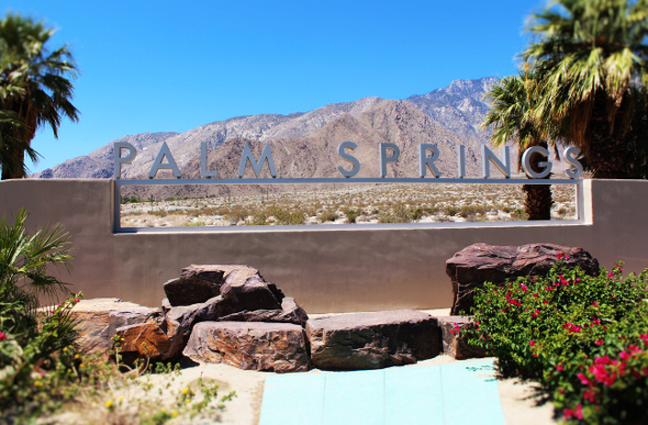 Welcome to Palm Springs sign