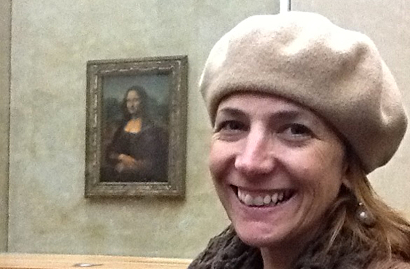Radio presenter, Robin Bailey, in front of the Mona Lisa