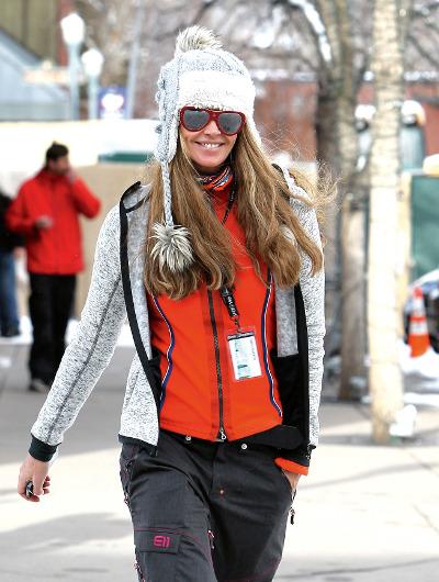 Elle Macpherson takes a winter walk in Aspen.