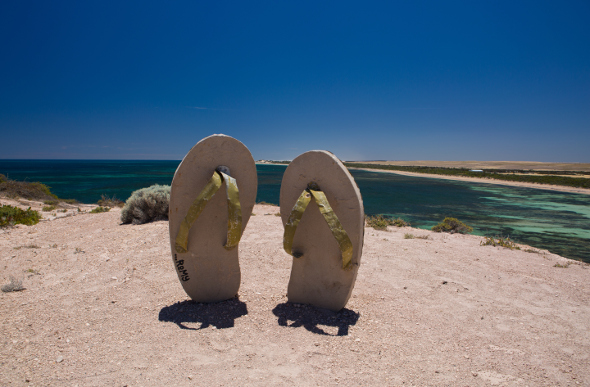 Thong sculptures overlooking the coast