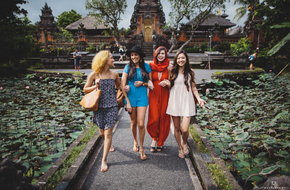 Travelshoot girls' holiday in Bali