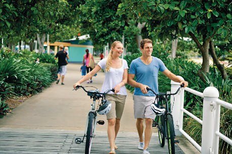 couple with bikes on the strand townsville
