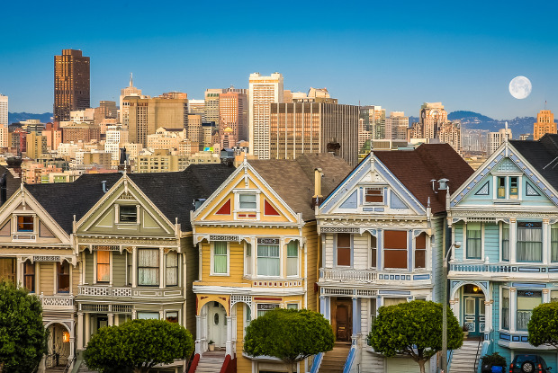 San Francisco city skyline with the painted ladies houses