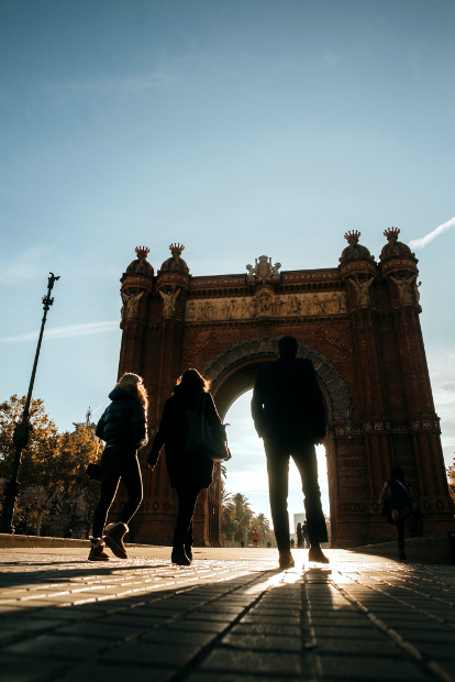 People walking toward the arc of triumph in Barcelona