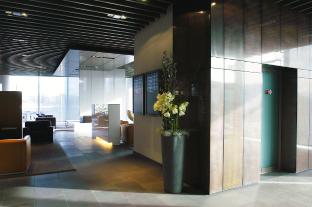A peek into the entrance of the Lufthansa First Class Lounge
