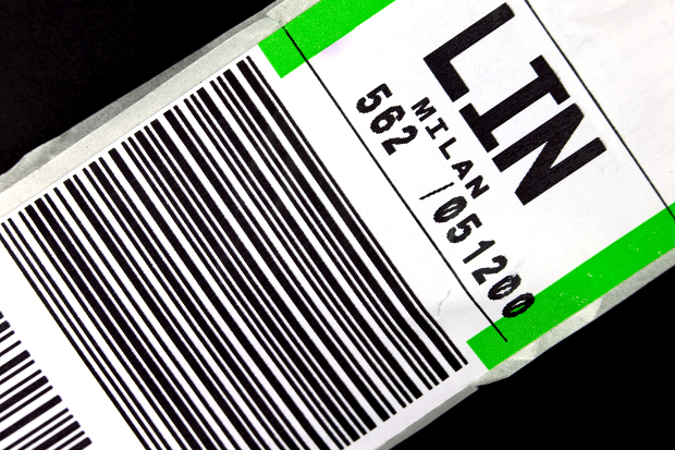 An airline luggage tag
