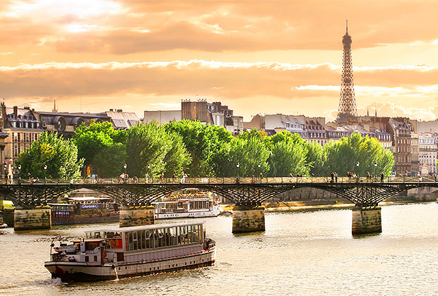 A scenic cruise along the Seine in Paris