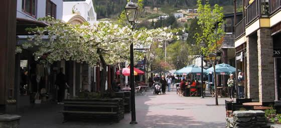 Shops & Cafes Line the Streets of Queenstown