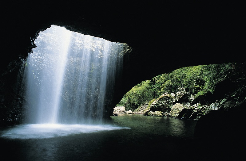 Natural Bridge rock formation in Springbrook National Park. Image: Tourism and Events Queensland.