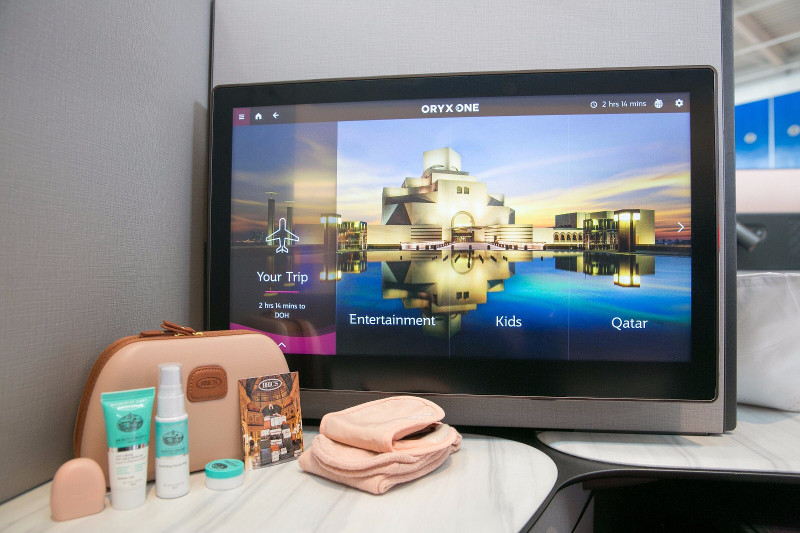 qatar airways business class entertainment screen and amenities kit