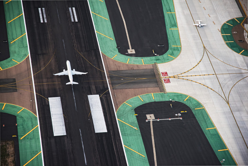A view from above of an aircraft on the tarmac.