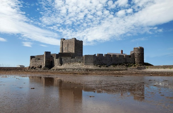 carrickfergus castle against sea