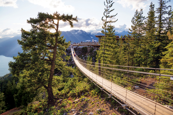 best roadtrips Canada - Sea to Sky Gondola suspension bridge