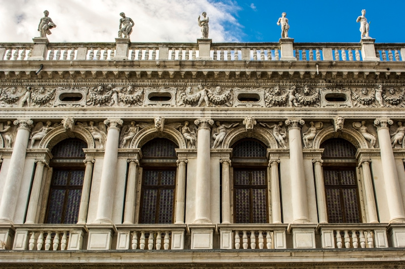 The detailed statues on the outside of the Biblioteca Nazionale Marciana