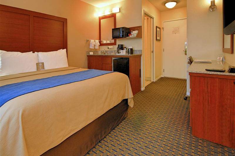 The interior of one of the rooms at the Comfort Inn Gaslamp Convention Center