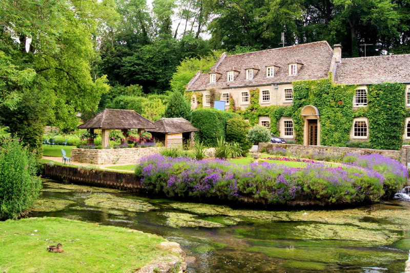 A picturesque garden in Bibury village
