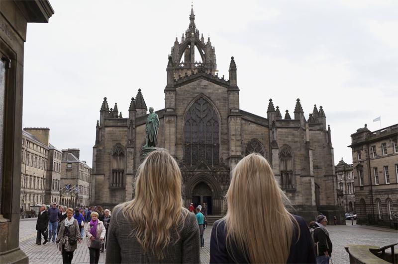 Two women look at Edinburgh Castle.