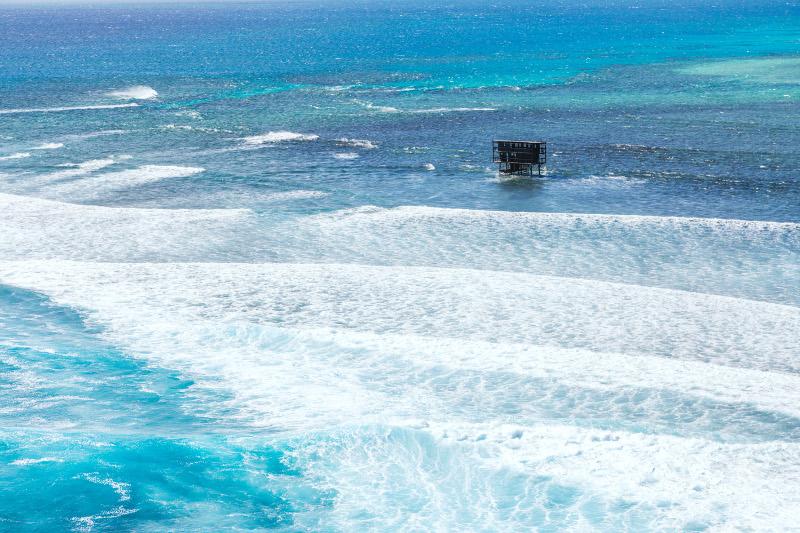 Cloudbreak surf break in Fiji