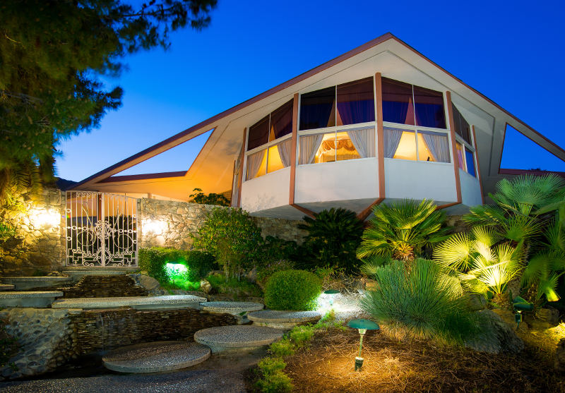 elvis presley hideaway house palm springs