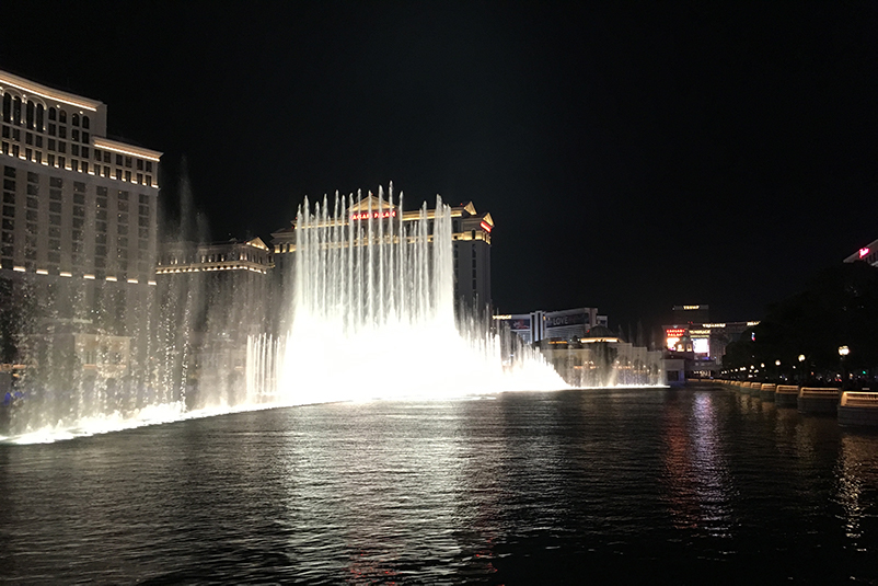 Bellagio fountain show at night