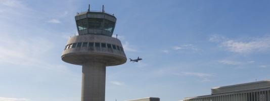 Adelaide to Singapore Flight landing