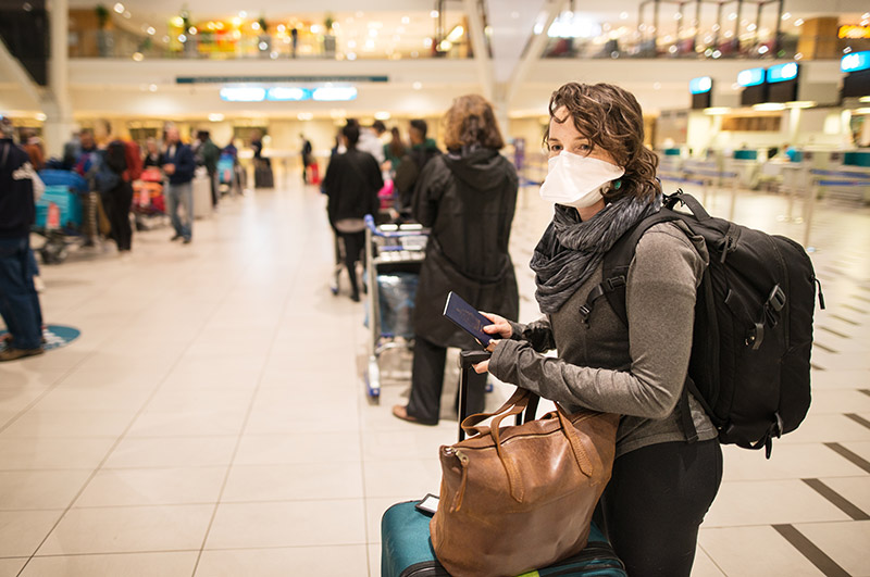 airport traveller with mask
