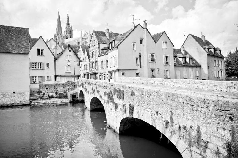 bridge into chartres