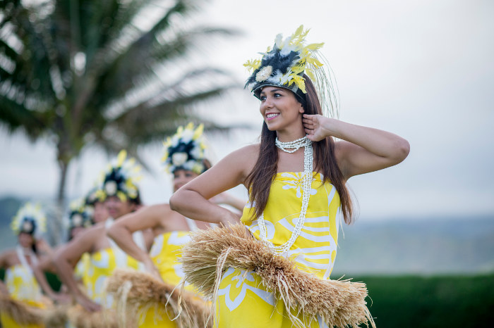 dancers at luau hawaii