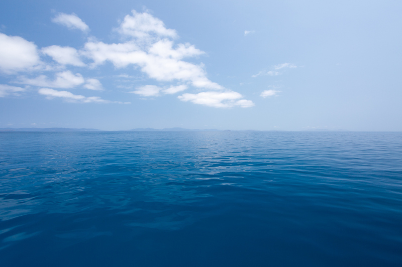 Deep blue water and the Whitsunday Islands in the background
