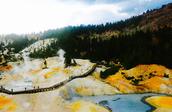 bumpass hell california hydro-thermal valley