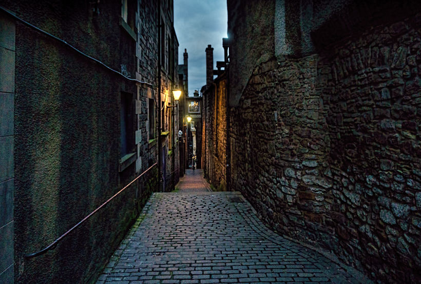 dark alleyway in Edinburgh