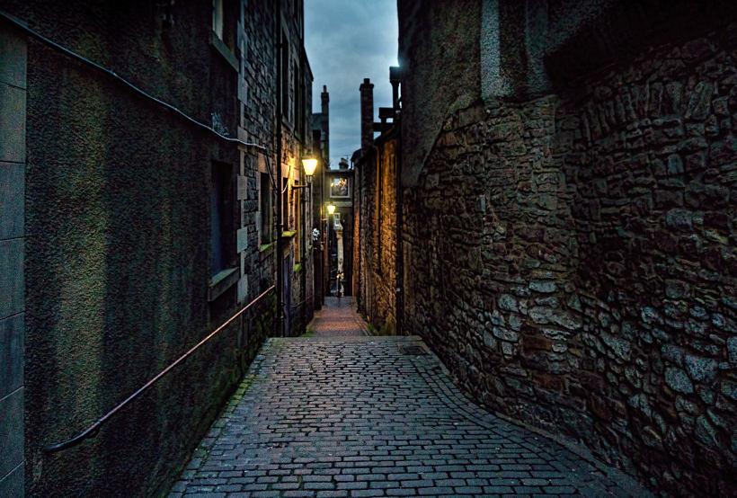 dark alleyway in Edinburgh