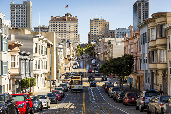 san francisco street in russian hill