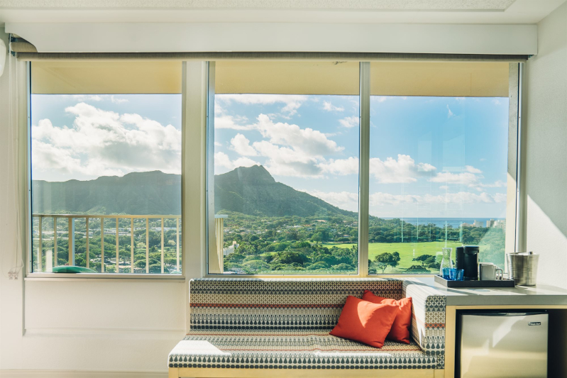 Hawaiian hotel room with view of diamond head mountain