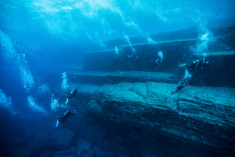 Divers explore an underwater pyramid at Yonaguni Island. Image: Getty