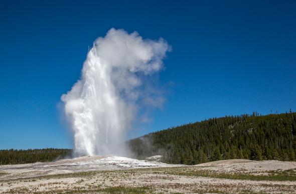 Old Faithful geyser erupting