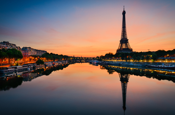 The Eiffel tower reflecting in the river