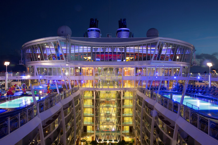 RCI Oasis of the seas huge central plaza
