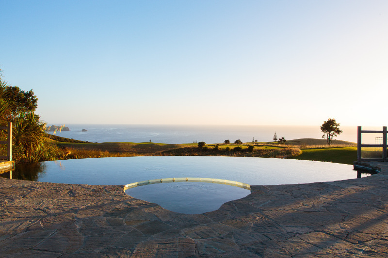 kauri cliffs lodge new zealand infinity pool
