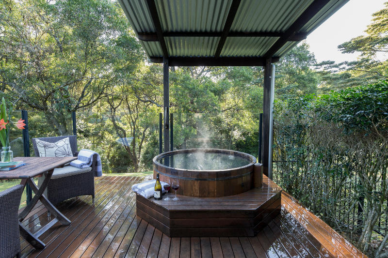 japanese hot tub at spicers retreat