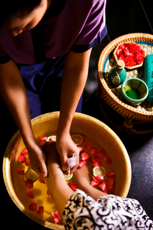 A person getting a foot bath at the Banyan Tree spa