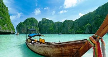 Traditional long boat - Phi Phi